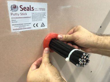 Brandwerendonline – Seals Putty Stick (4)